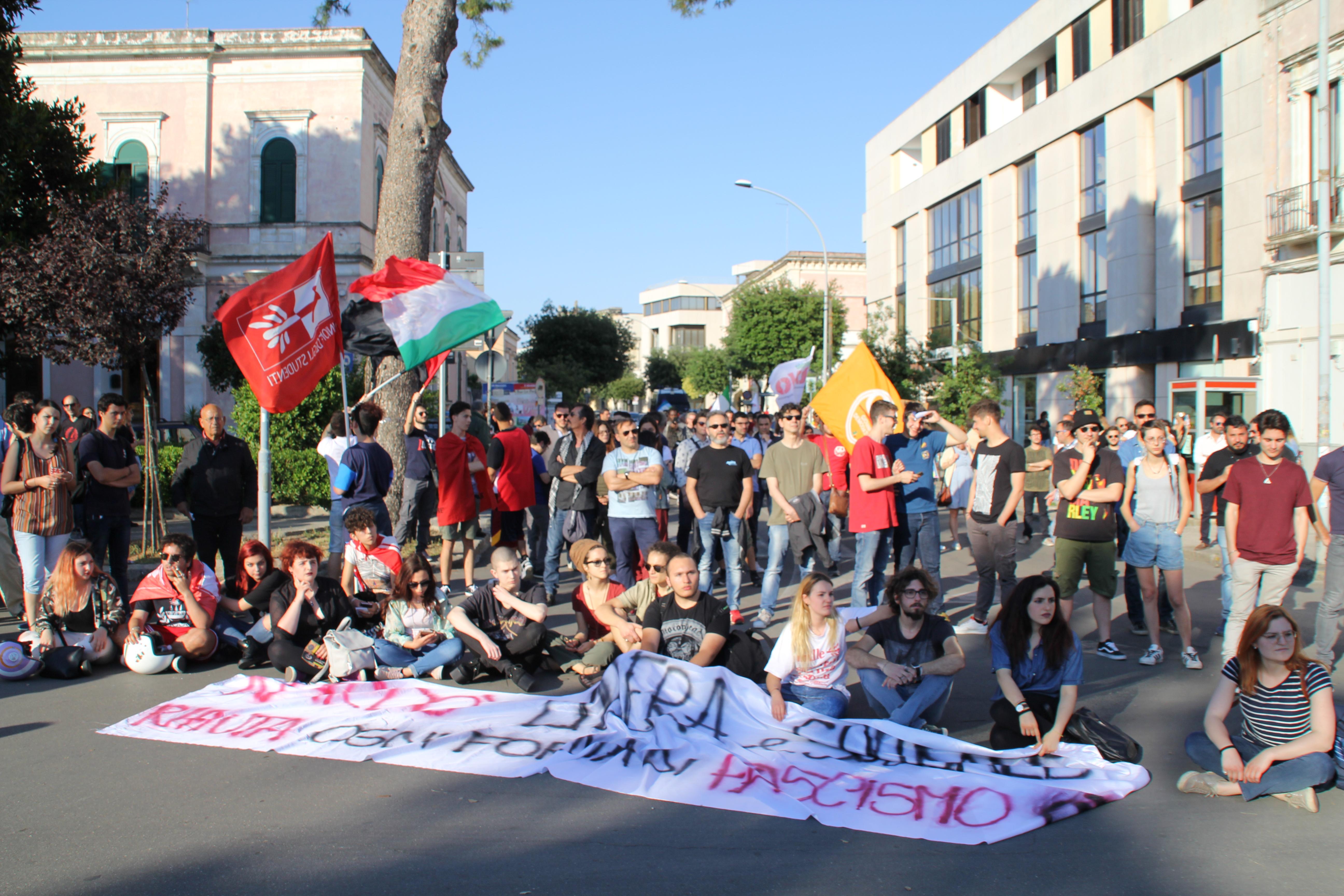 Porta di mare fotogallery manifestazione antifascista - Porta di mare cronaca nardo ...